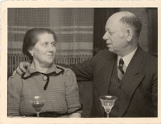 Bronia and Zalman Berschtel, Mae's parents