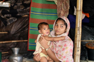 Rohingya refugee woman and her child